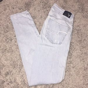 AE lightwash distressed jeans